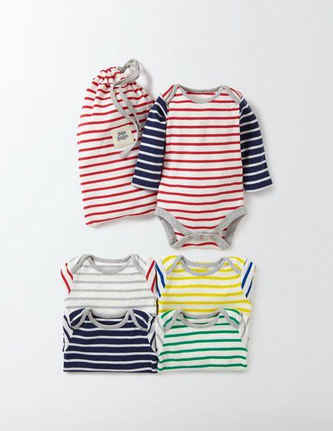 Ces cinq bodies présentés dans un sac pratique sont un joli cadeau pour les nouveaux parents. Chaque body présente des manches contrastantes pour attirer les regards sous une salopette ou porté seul comme un t-shirt. En coton doux, ils sont parfaits pour démarrer la garde-robe de bébé.