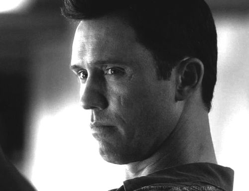 """Jeffrey Donovan as Michael Westen in Burn Notice's """"You Can Run"""" Part I from the finale episode of Season 6 (S6E17)."""