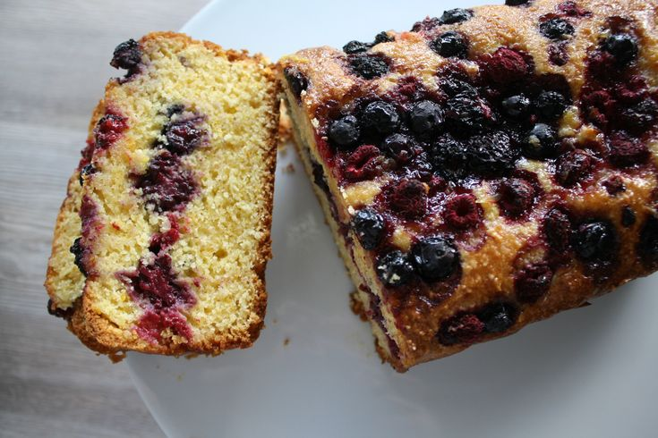 Need a better way to eat Polenta? Baking it with some oranges, berries and sugar makes it all the more better. Enjoy this delicious wee polenta treat!
