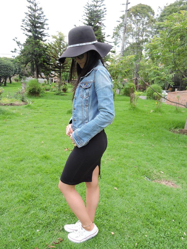 Falda tubo en algodón lycra, disponible en negro y verde militar. Pide la tuya aquí en Quick Closet!!!! #quickcloset #faldatubo #femenina #moda #mujer