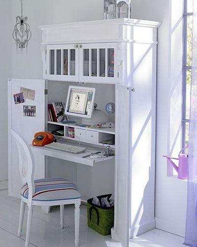 Schreibtisch im Schrank