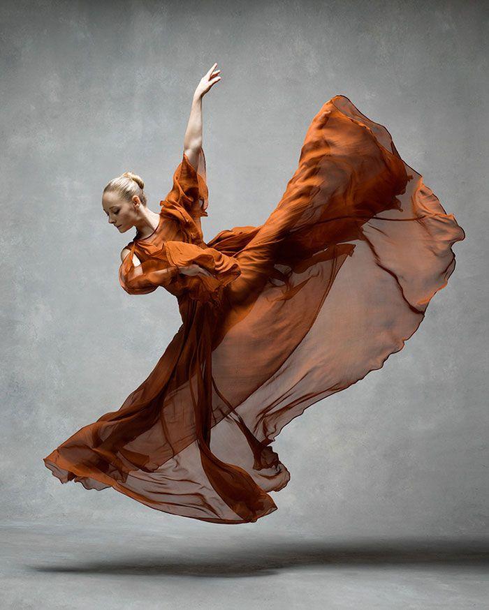 15 Fotos impresionantes de bailarines en movimiento mostrando la extraordinaria gracia de sus cuerpos