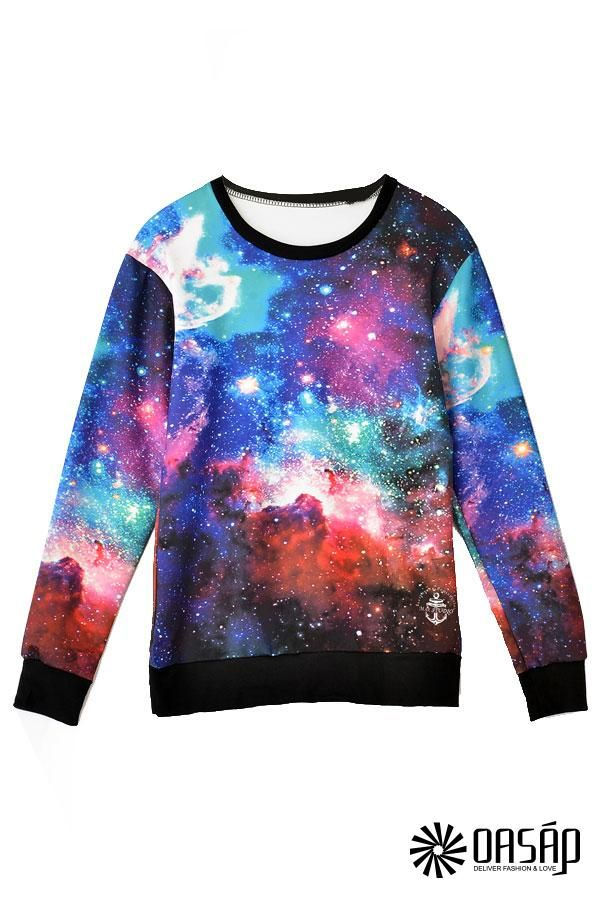The sweatshirt featuring dazzling galaxy print. Round neckline. Long sleeves.
