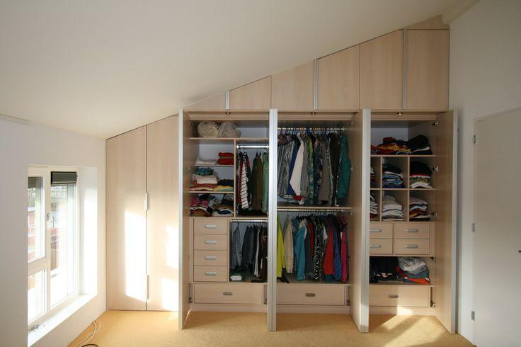 Op maat gemaakt - Kledingkast met hang,- en leggedeeltes. Optimale benutting van de ruimte en de kast is naar wens ingedeeld. www.comfortinstijl.nl