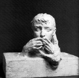 Camille Claudel ritratta da Rodin con le mani davanti alle labbra come se tra loro ci fosse qualche segreto condiviso che lei non dovesse rivelare...