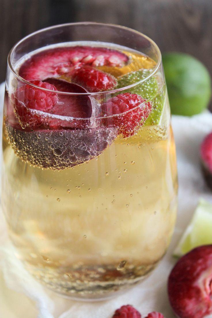 10 boissons fraiches et healthy à siroter tout l'été ! www.sweetandsour.fr // virgin sangria pêche et framboise par Emilie du blog Aime & Mange