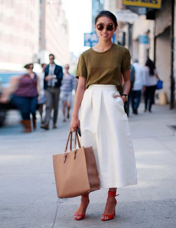 <3 <3 <3 (minus the bag). The skirt is aces (check out that flow!), and I'm digging the color of the shirt.