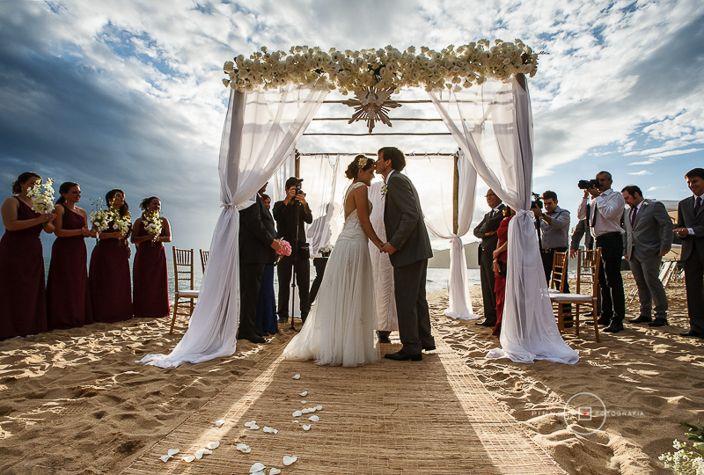Casamento na praia no Litoral de São Paulo - Tábata e Carlos Foto André Pinnola