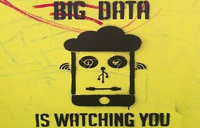 """Internetgiganten haben längst von jedem einzelnen Internet-User ein eigenes Dossier angelegt hätten. Die Autorin Yvonne Hofstetter über Smartphones, die """"Spione in der Manteltasche"""" und naives Unve…"""