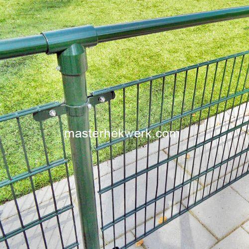 Kunstgras afrastering ideaal voor rondom de voetbal velden.
