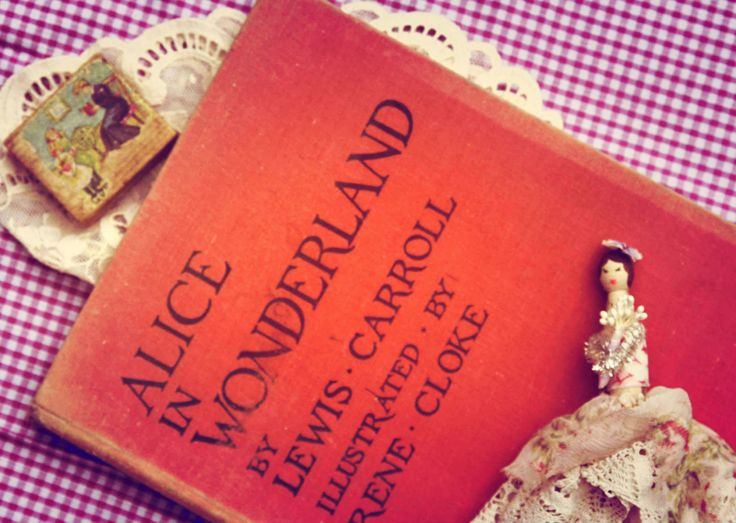 53 best libri images on pinterest libraries book covers and cover alice in wonderland mrs roomtobreathe fandeluxe Images