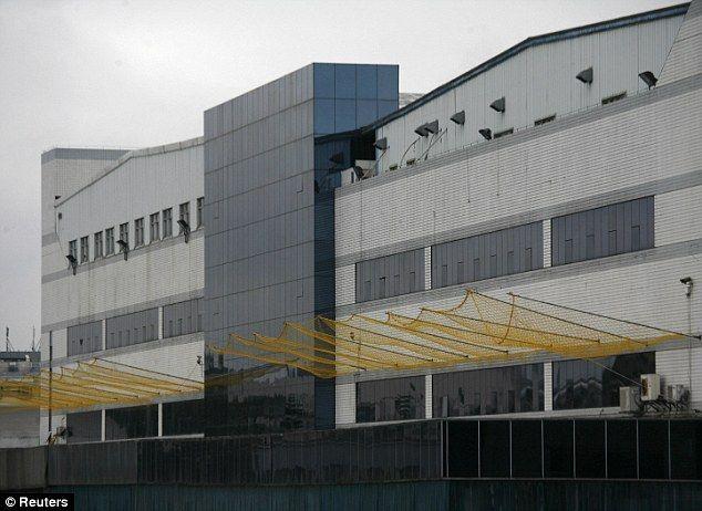 Ceci est une représentation de l'usine qui a travaillé dans Yukiko. Je pense que ce bâtiment est important de le livre parce que, dans ce bâtiment, elle a rencontré Tamako la fille qui lui a donné le cyanure de potassium. Aussi, quand la bombe a été larguée à Nagasaki où cela est Yukiko était.