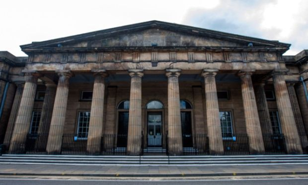 Heroin addict branded 'selfish and dangerous' after leading police on high-speed chase - Court / Local / News / The Evening Telegraph