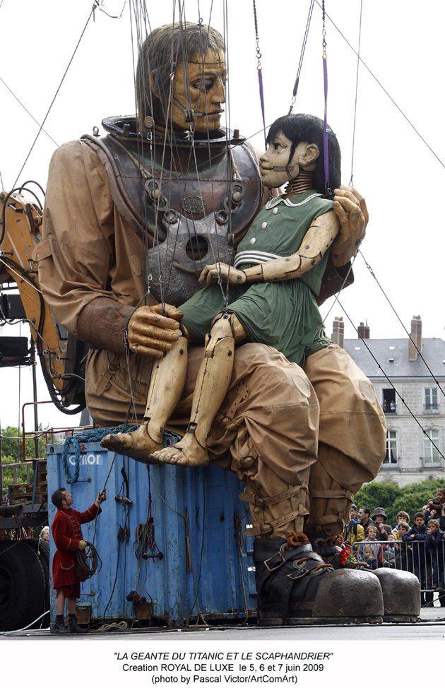 http://news.yahoo.com/photos/royal-de-luxue-sea-odyssey-liverpool-giant-puppets-tell-titanic-love-story-slideshow/giant10-photo-1334917903.html
