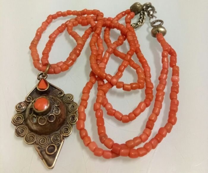 Currently at the #Catawiki auctions: Necklace with old natural salmon coral necklace and Afghan style pendant