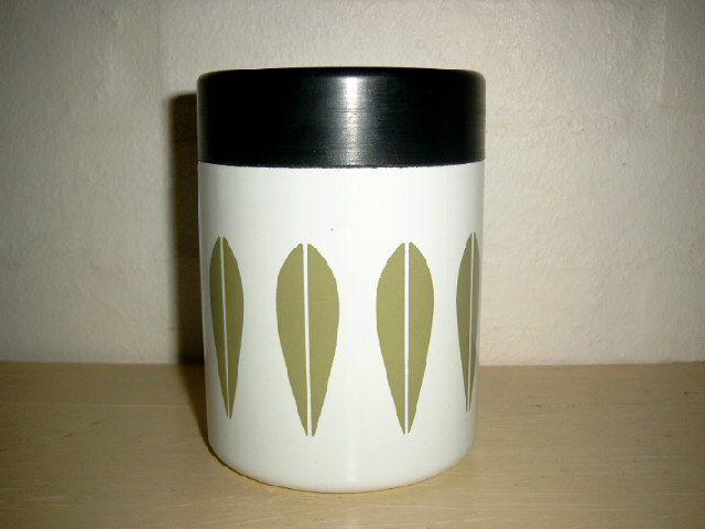 Cathrineholm Lotus retro enamel coffee tin. #Cathrineholm #Lotus #Prytz #Kittelsen #kitchenware #enamel #bowl #retro #emalje #kaffedase. SOLGT.