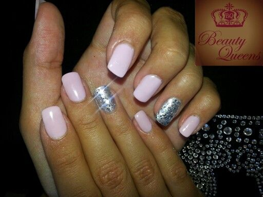 L♡ve these bling feature nails!