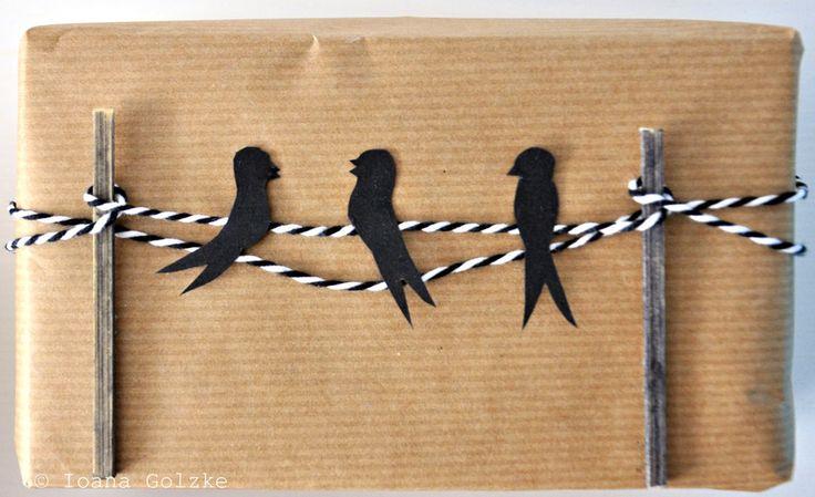 Geschenkverpackung, Packpapier und Bäckergarn, Vögel