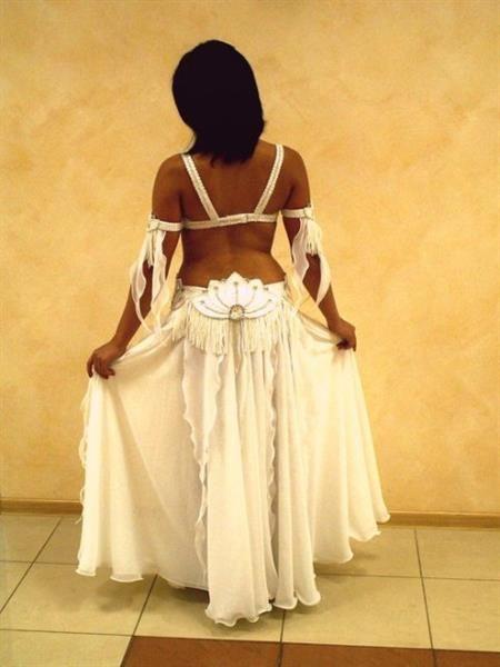 Арабские белые костюмы