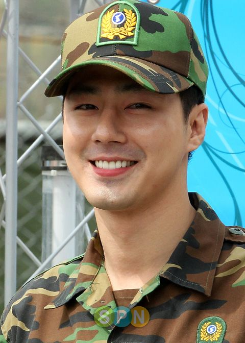 After completing his mandatory military service, Oppa greeted his fans with a big smile. :)