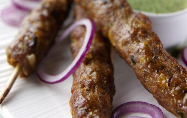 Συνταγή για μπιφτέκια αρνίσιου κιμά. Συνταγή για κεμπάπ