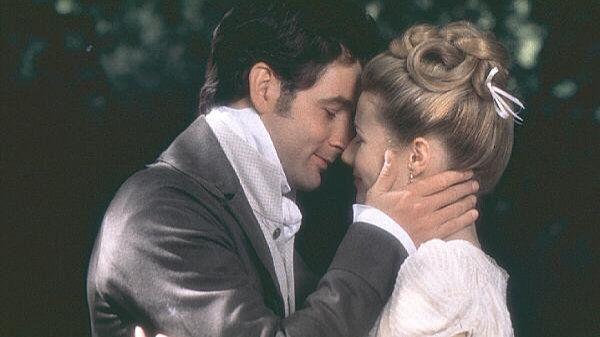 «Эмма» (англ. Emma) — романтическая кинокомедия 1996 года по одноимённому роману Джейн Остин. Режиссёр Дуглас Макграт . Гвинет Пэлтроу — Эмма Вудхаус, Джереми Нортэм — мистер Найтли.