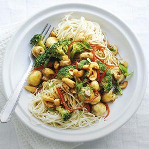 Recept - Noedels met broccoli en cashewnoten - Allerhande