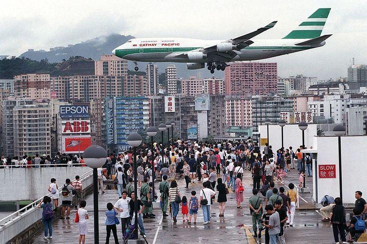 Flights into Kai Tak Airport, Hong Kong