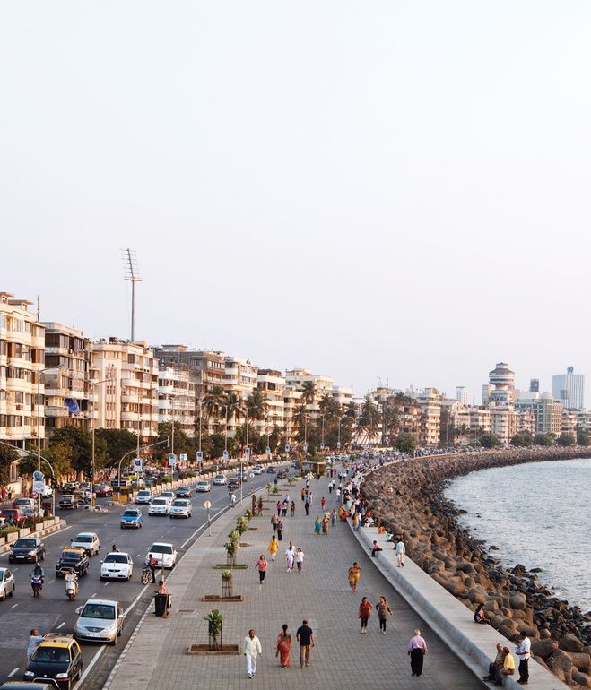 Marine Drive, also known as the Queen's Necklace, Mumbai