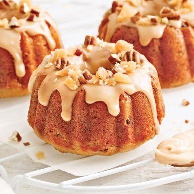 Mini-gâteaux bundt à l'orange, canneberges et coulis d'érable - Recettes - Cuisine et nutrition - Pratico Pratique