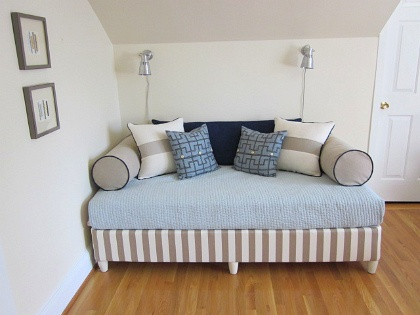 box springs upholstered box springs and daybeds on pinterest. Black Bedroom Furniture Sets. Home Design Ideas