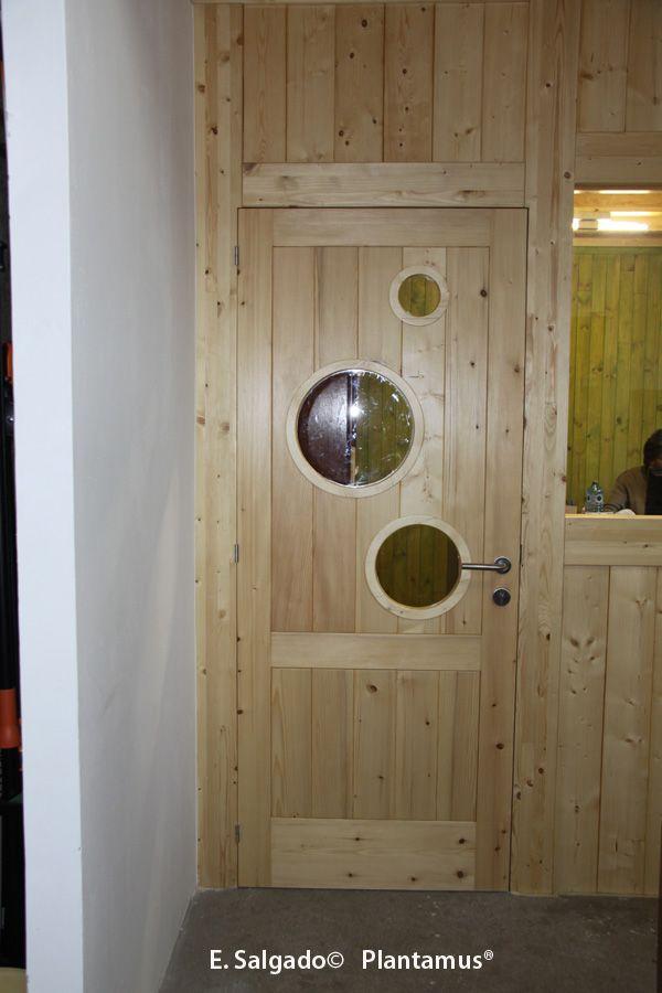 Es la puerta de nuestra oficina.