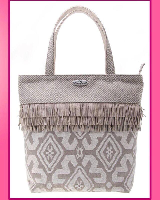 "COLLEZIONE AI 2015-16 ❤️❤️❤️❤️❤️❤️❤️❤️❤️❤️❤️❤️❤️❤️ Shopping bag ""Hippy""  #shooting #shoppingbag #hippy #fw1516 #preview #elenacasati #bagscollection #fallwinter1516 #autunnoinverno1516 #lookbook #fashion #cream #fringes #ibizastyle #love #cute #wood #fabrics #handmade #madeinitaly #ibiza #ethicfashion #ethnicstyle #fabrics #geometric #stilllife #scatto"