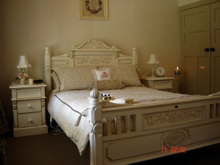 A place where sweet dreams are made at Brantwood Cottage Blue Mountains Accommodation in Blackheath