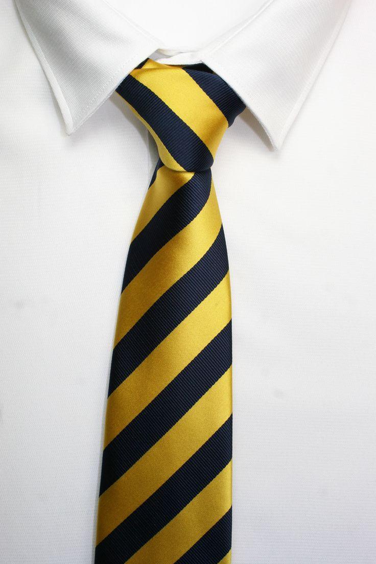 CORBATA RAYAS AMARILLA Y DORADA  https://www.corbatasygemelos.es/corbatas-rayas-anchas/381-corbata-azul-marino-amarilla.html