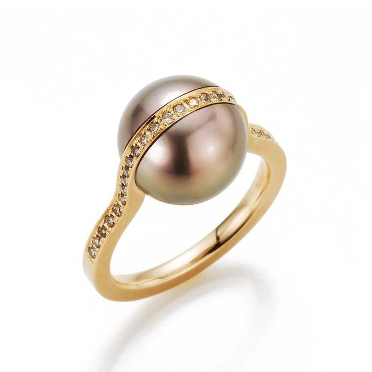Gellner Deep Impact Tahitian pearl ring set in yellow gold with white diamonds. Modern pearl jewellery design. Brown pink hues Tahitian pearl. http://www.thejewelleryeditor.com/jewellery/top-5/top-5-pearl-jewels-with-attitude/ #jewelry