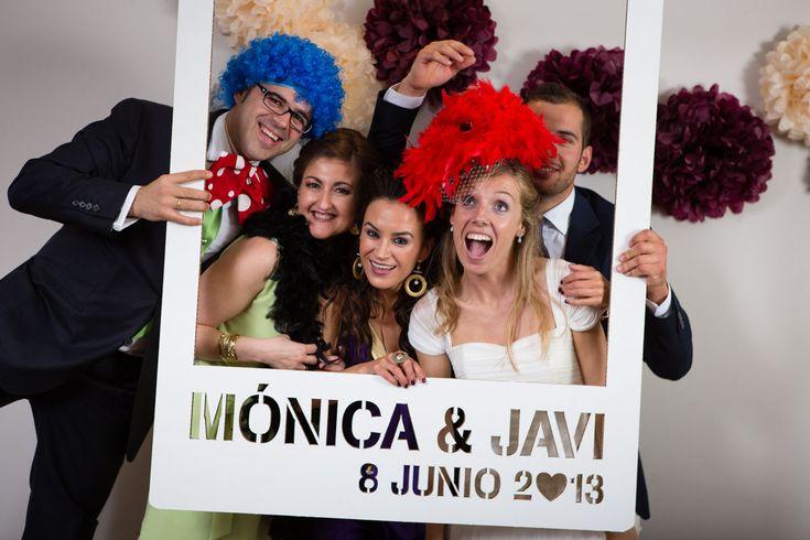 El photocall que no falte nunca en una boda. Un detalle genial es el marco polaroid con los nombre y fecha