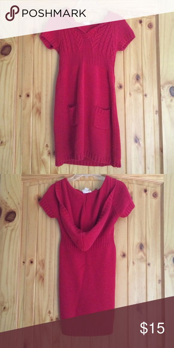 Hooded sweater top Hooded short sleeve sweater top with a v-neck style in the front. About thigh length with two pockets at the hips. Very soft and perfect for upcoming fall weather. Keeps you warm on cool days and looks great with a pair of leggings and boots. This top is a junior's large but also works as s woman's x-small. Red Camel Tops