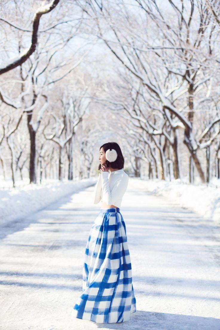 Nicole Warne in Carolina Herrera skirt in New York's Central Park by Carin Olsson