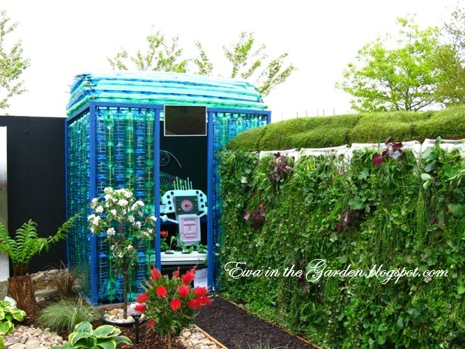 LOVE THIS IDEA *****    Need a small greenhouse, friendly on your budget? Think of recycling plastic bottles and few pieces of wood to build the frame.  You want blue one? Collect blue bottles. I think I would go for transparent non-color. YOU?