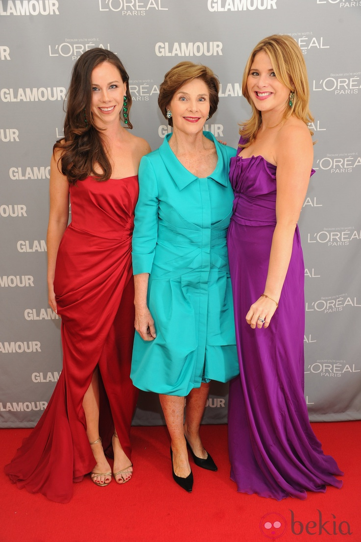 Barbara Bush, Laura Bush and Jenna Bush in los premios Glamour of New York. Married to 43rd #President of the United States and became the 50th #FirstLady.