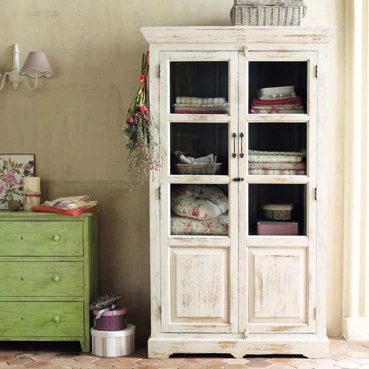 Vitrina blanca Avignon - where there isn't a linen closet