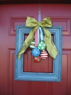 cute wreath substitution: Frames Wreaths, Christmas Wreaths, Doors Decor, Christmas Doors, Front Doors, Wreaths Ideas, Christmas Decor, Pictures Frames, Diy Christmas