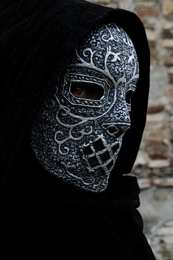 PURCHASED ON ORDER PLEASE CHECK MY SHOP ANNOUNCEMENT TO KNOW WHEN I CAN START THIS WORK AND ADD 2 WEEKS WORKING TIME (BEFORE SHIPPING) This mask is made in foam, latex and rubber. It can be used while LARP,