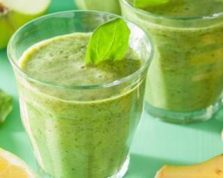 Smoothie détox aux épinards, kiwi et bananes pour petit déj anti toxines : http://www.fourchette-et-bikini.fr/recettes/recettes-minceur/smoothie-detox-aux-epinards-kiwi-et-bananes-pour-petit-dej-anti-toxines