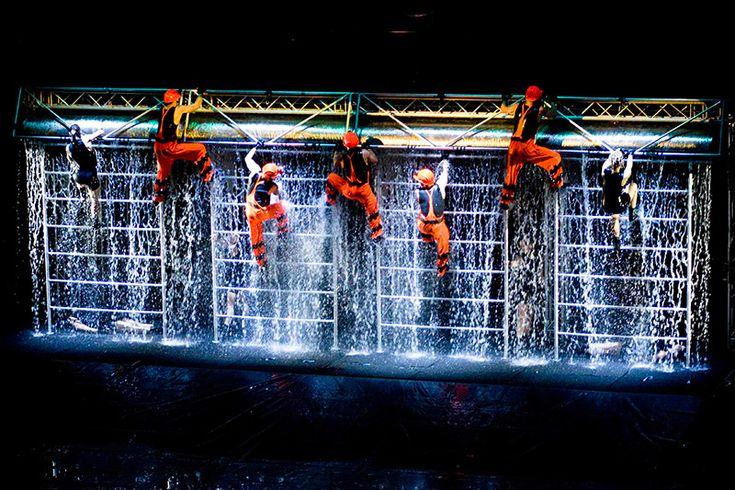 Waterwall: uno straordinario spettacolo d'acqua al Teatro Nuovo di Milano!