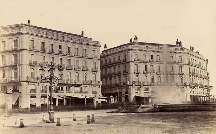 215 best madrid en byn images on pinterest old pictures for Puerta del sol santiago