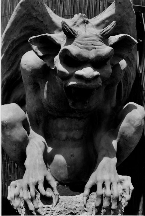 I love gargoyles! I have one (George) in the garden but would love to add more!