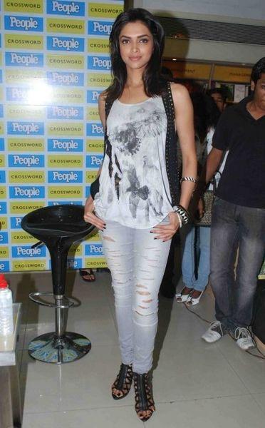 celebrity deepika padukone in distressed jeans   Fashion ...