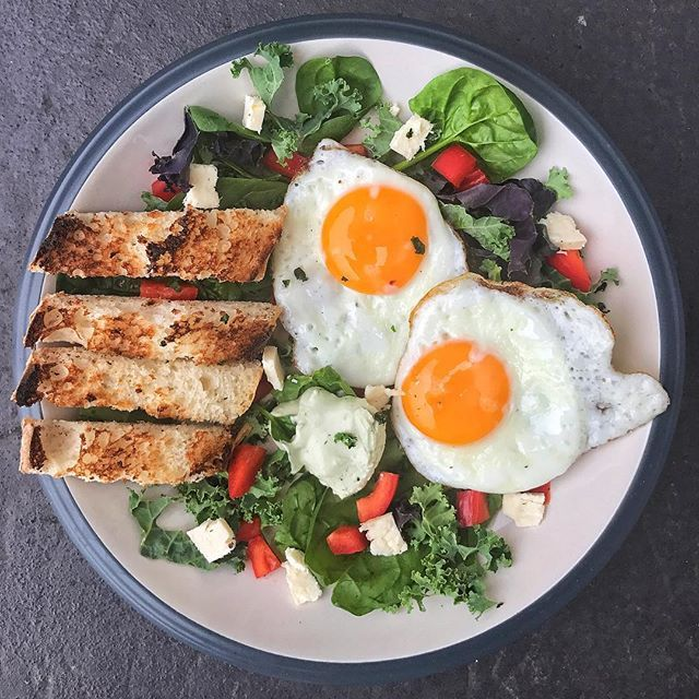 Fire brekkie 🔥 Start the day strong with this super easy breakfast 👌🏼 eggs, kale, spinach, pepper, feta, avo dip 🥑 and a Turkish role (aka BREAD). - Don't avoid bread (and carbs) people! Here's 3 reasons why: ENERGY - We all need energy, whether it be for work, training or day-to-day activities, carbohydrates are a great energy source. CALORIE INTAKE - Carbohydrates have less calories gram for gram than fats, and can contain a great source of fibre to help curb your appetite and leave…
